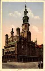 Ak Poznań Posen, Ansicht vom Rathaus, Turmuhr, Straßenpartie
