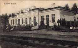 Postcard Turyjsk Ukraine, Bahnhof, Gleisseite, Deutsche Soldaten