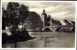 Postcard Regensburg an der Donau Oberpfalz, Am Strudel, Brücke, Kirche