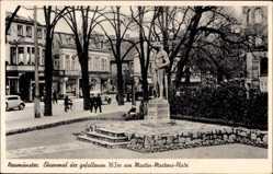 Postcard Neumünster in Schleswig Holstein, Ehrenmal der gefallenen 163er,Martens Platz