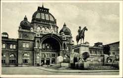 Postcard Nürnberg in Mittelfranken Bayern, Portal des Hauptbahnhofs, Reiterdenkmal