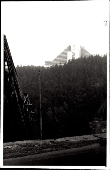 Oberhof im Thüringer Wald, Blick aus der Ferne auf ein Haus