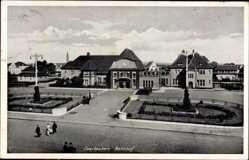 Postcard Saarlouis im Saarland, Blick auf den Bahnhof, Vorderansicht