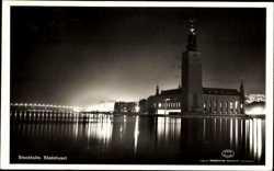 Rathaus mit Beleuchtung