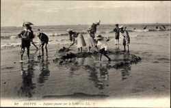 Enfants jouant sur le Sable