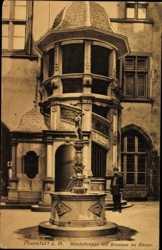 Wendeltreppe, Brunnen im Römer